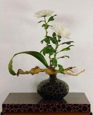 Mosaik und Ikebana schwarz