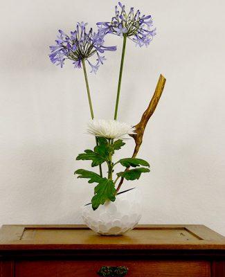 Mosaik und Ikebana weiss