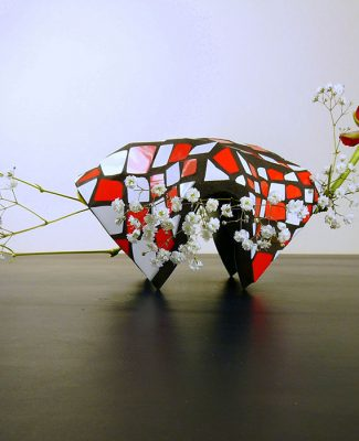 Mosaik und Ikebana schwarz/rot/weiss