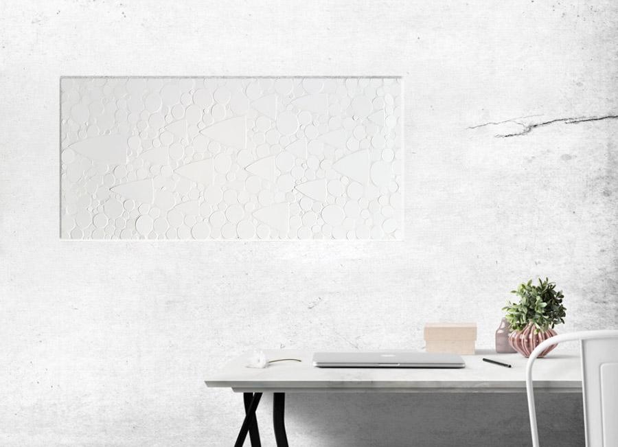 Weisses Mosaik auf der Wand